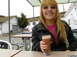 amateur beauty blonde